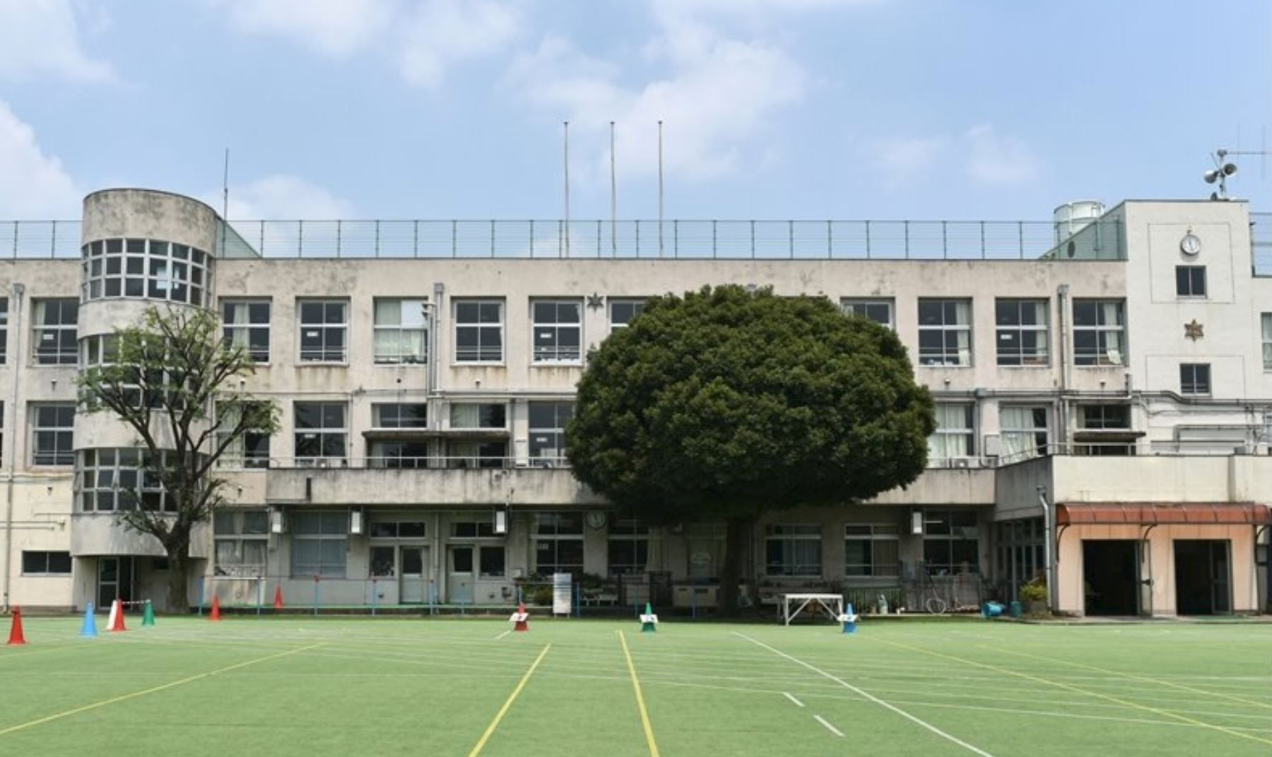 文京区立小日向台町小学校まで240m