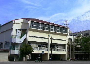 横浜市立榎が丘小学校まで537m