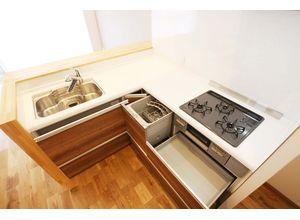 ■弊社施工例■ ビルトイン式の食器洗い乾燥機を標準設置しています。家事の手間を大幅に軽減してくれるお役立ちアイテムは、洗浄力が高いうえ、除菌効果にも優れています。