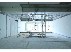 ■スケルトン施工例写真■ スケルトン施工とは、専有⾯積内の配管から始 まり、主な内装材を全て解体する施工法です。